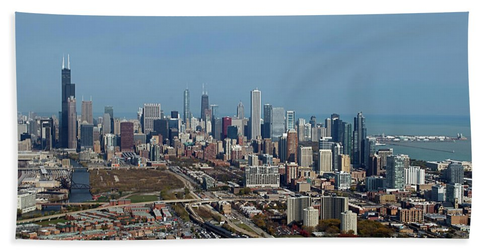 Chicago Bath Sheet featuring the photograph Chicago Looking North 01 by Thomas Woolworth