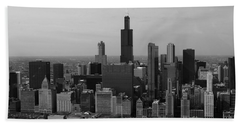 Black And White Bath Sheet featuring the photograph Chicago Looking West 01 Black And White by Thomas Woolworth