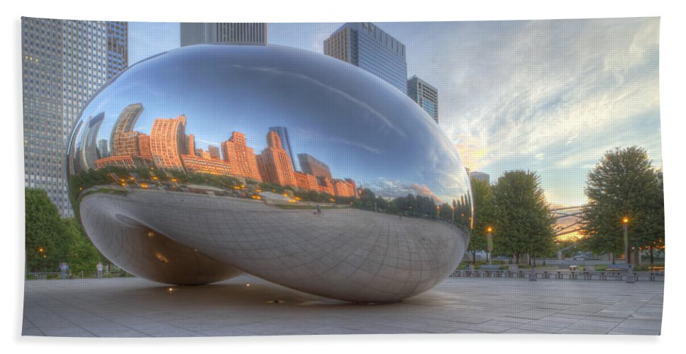 Chicago Bath Sheet featuring the photograph Chicago Reflection by Lindley Johnson