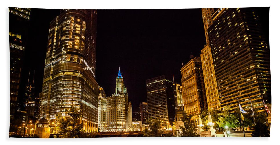 Skyline Bath Sheet featuring the photograph Chicago Riverwalk by Melinda Ledsome