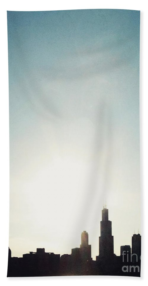 America Hand Towel featuring the photograph Chicago Skyline I by Margie Hurwich