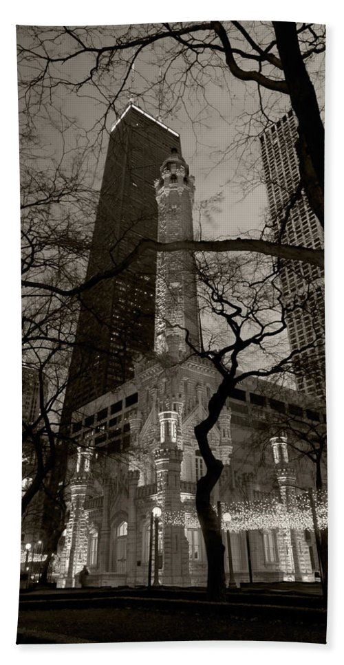 Ave Hand Towel featuring the photograph Chicago Water Tower B W by Steve Gadomski