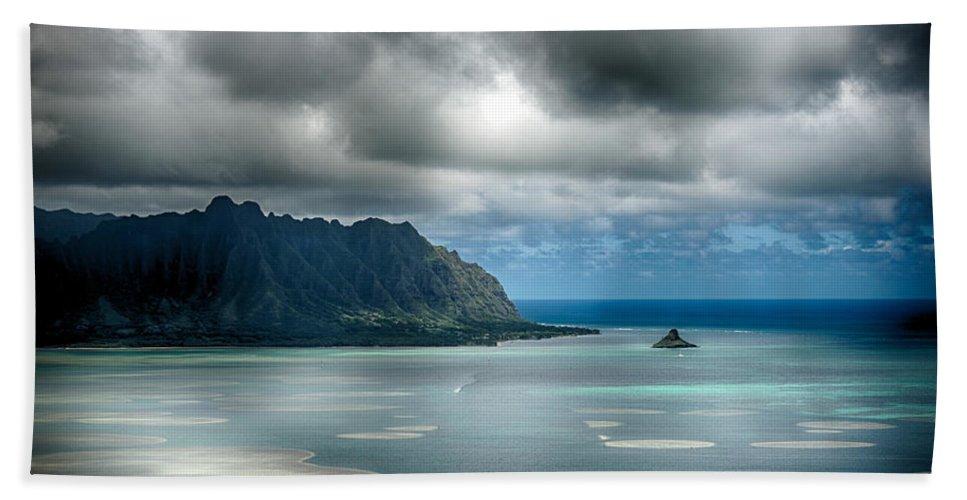 Hawaii Bath Sheet featuring the photograph Chinaman's Hat From Puu Maelieli by Dan McManus