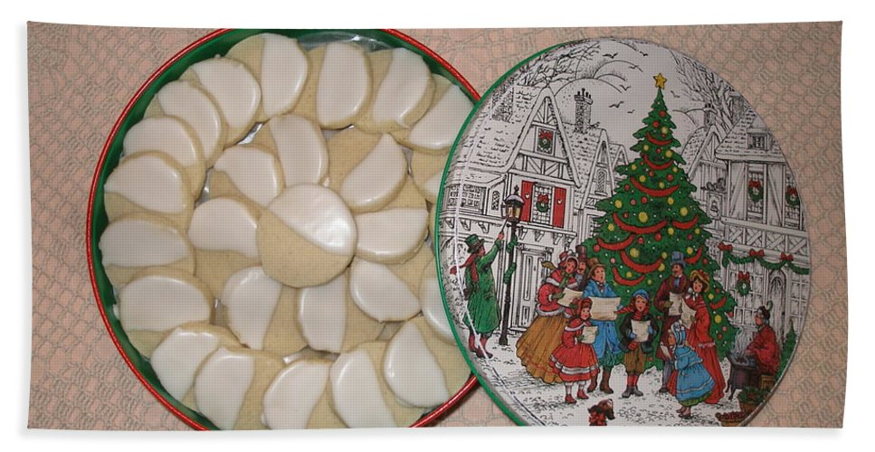 Hand Towel featuring the photograph Christmas Cookies by David Pantuso