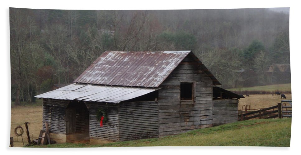 Barn Hand Towel featuring the photograph Christmas In The Mountains by Jean Blackmer