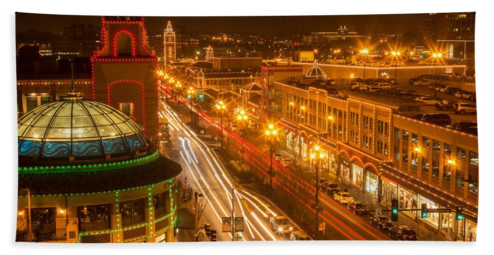 Kansas City Bath Sheet featuring the photograph Christmas On The Plaza by Ken Kobe
