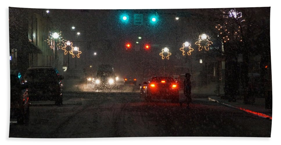 Grants Pass Hand Towel featuring the photograph Christmas On The Streets Of Grants Pass by Mick Anderson