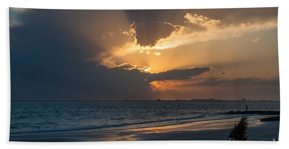 Sunset Bath Towel featuring the photograph Christmas Tree On Beach by Dale Powell