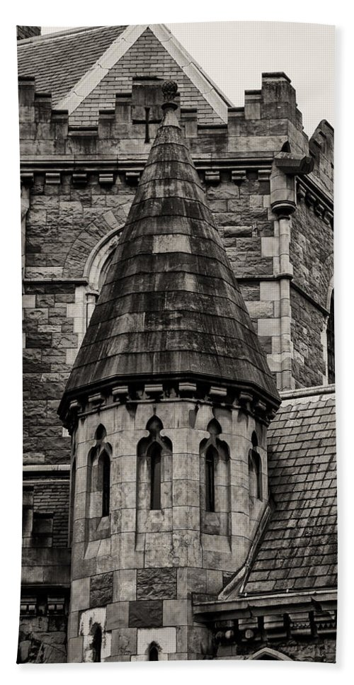 Christs Hand Towel featuring the photograph Christs Church - Dublin Ireland by Bill Cannon