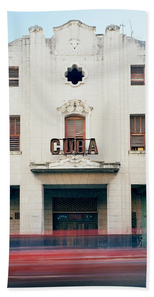 Cuba Bath Sheet featuring the photograph Cinema Cuba by Shaun Higson