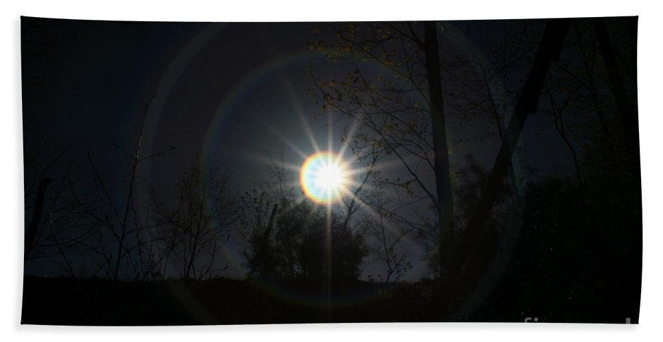 Sunray Bath Sheet featuring the photograph Circles Around The Sun by Neal Eslinger