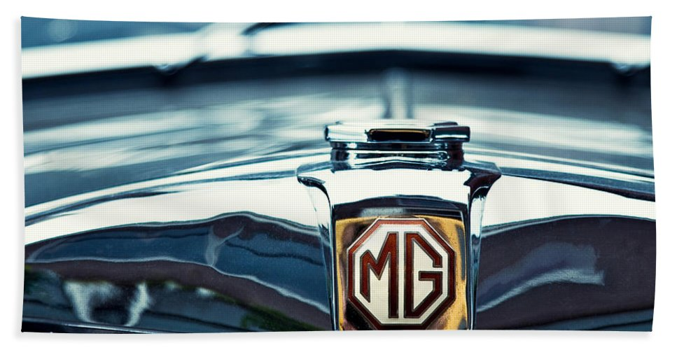 Mg Wa Bath Towel featuring the photograph Classic Marque by Dave Bowman