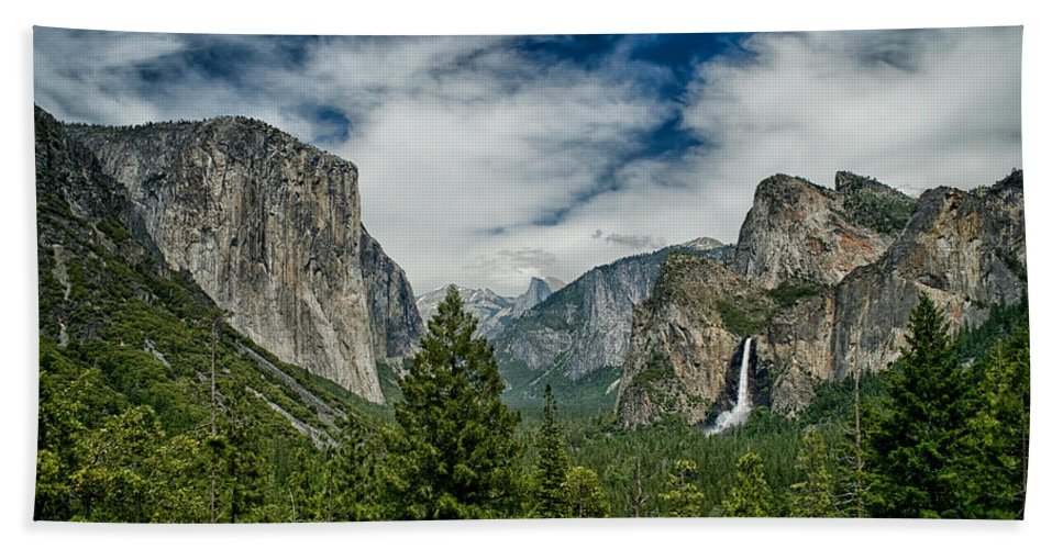 Yosemite Bath Sheet featuring the photograph Classic Tunnel View by Cat Connor
