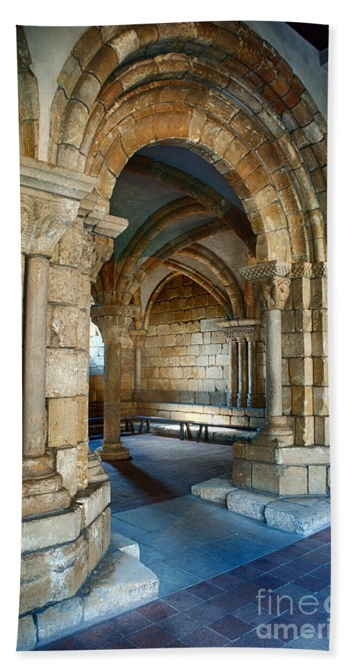 Cloisters Hand Towel featuring the photograph Cloisters Arch by Ray Warren