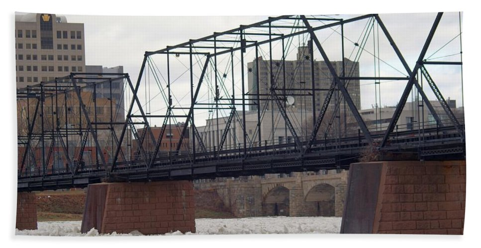 Harrisburg Hand Towel featuring the photograph Close Up Of The Walnut Street Bridge by Rob Luzier