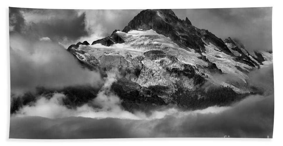 Tantalus Bath Sheet featuring the photograph Cloud Layers Over Tantalus by Adam Jewell