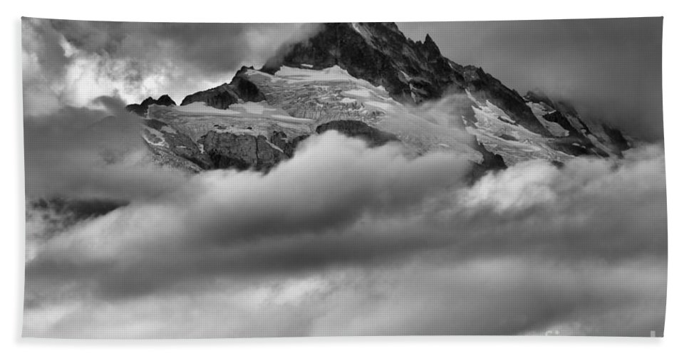 Tantalus Bath Sheet featuring the photograph Cloud Rush Over Tantalus by Adam Jewell