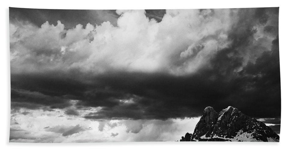 Landscape Hand Towel featuring the photograph Cloudbreak by Ingrid Smith-Johnsen