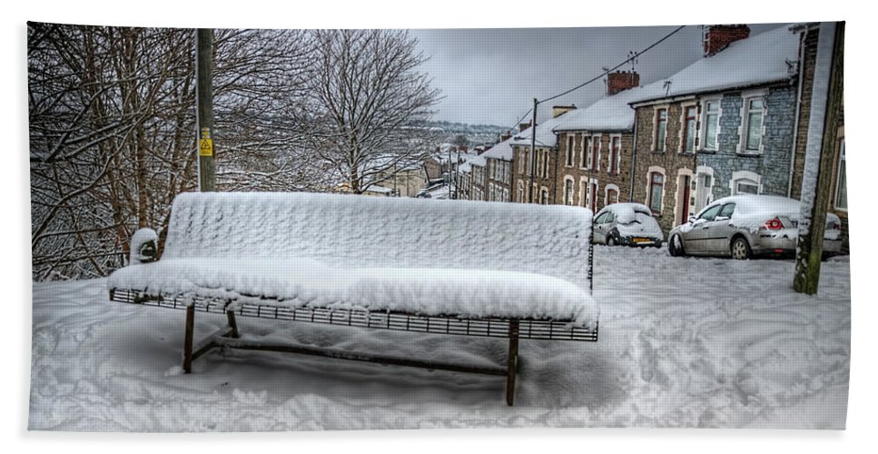 Snowy Seat Bath Towel featuring the photograph Cold Seat by Steve Purnell