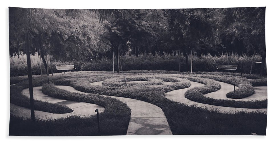 Labyrinths Hand Towel featuring the photograph Confusion by Laurie Search