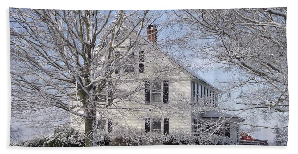 Connecticut Farmhouse Hand Towel featuring the photograph Connecticut Winter by Michelle Welles