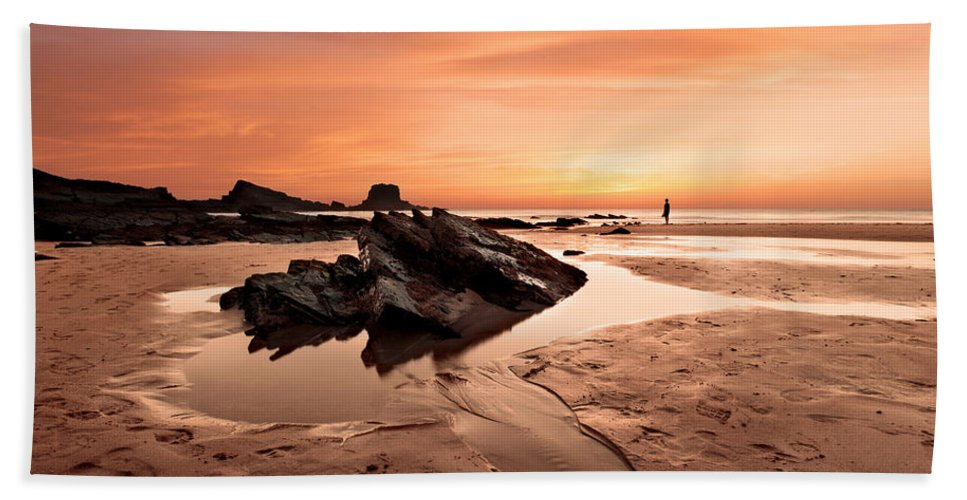 Seascape Bath Sheet featuring the photograph Contemplating by Jorge Maia