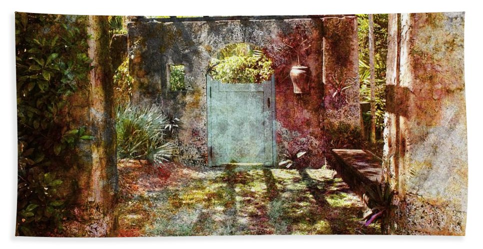 Gardens Hand Towel featuring the photograph Coral Gardens 01 by Carlos Diaz