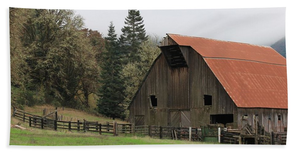 Oregon Bath Sheet featuring the photograph Country Barn by Katie Wing Vigil