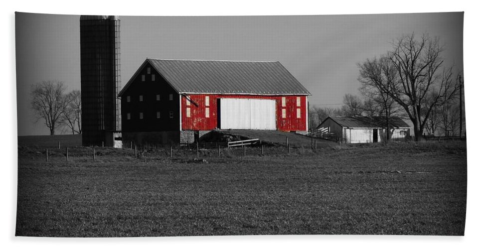 Barn Bath Sheet featuring the photograph Country Barn by Robert Geary