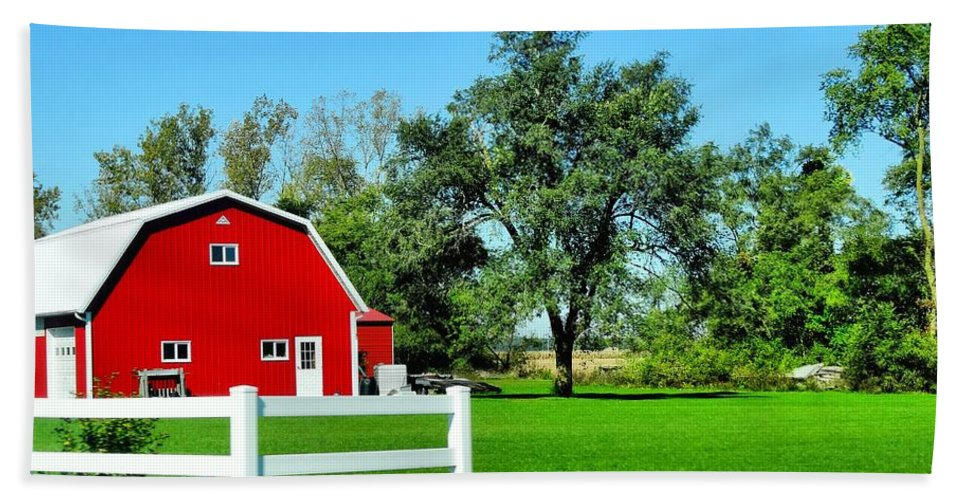 Country Living Bath Sheet featuring the photograph Country Living by Dan Sproul