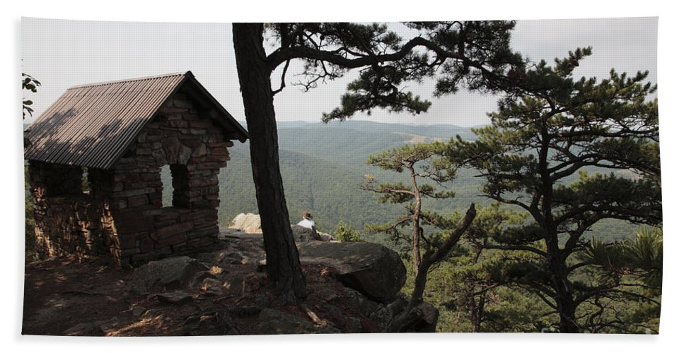 Appalachian Hand Towel featuring the photograph Cranny Crow Overlook At Lost River State Park by William Kuta