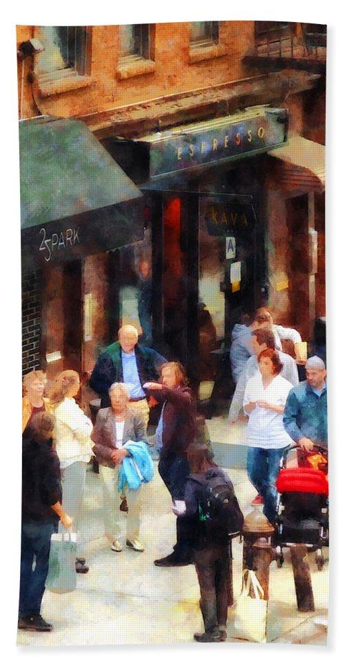 Men Bath Sheet featuring the photograph Crowded Sidewalk In New York by Susan Savad