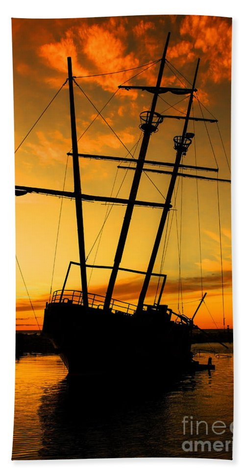 Ship Bath Sheet featuring the photograph Crow's Nest by Barbara McMahon
