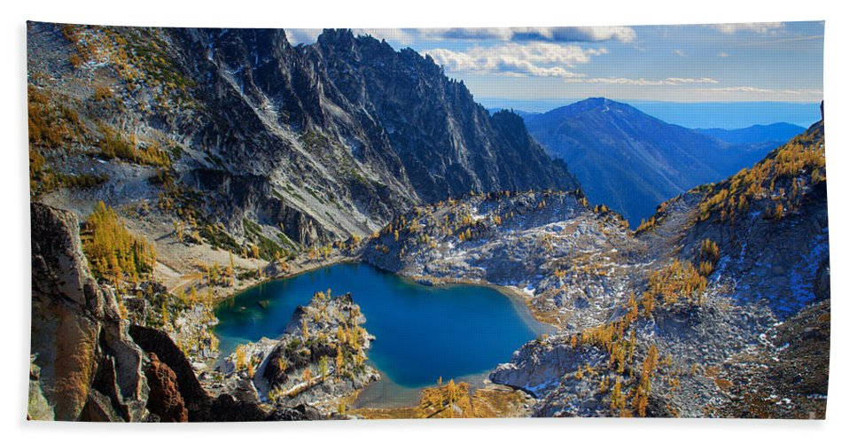 Alpine Lakes Wilderness Bath Sheet featuring the photograph Crystal Lake by Inge Johnsson