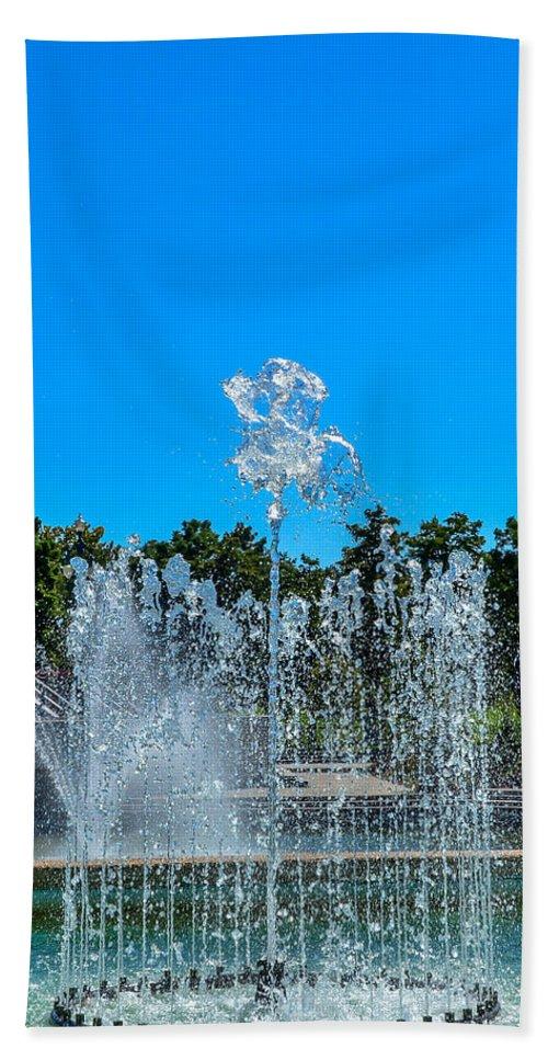 Dancing Fountain Hand Towel featuring the photograph Dancing Fountain by Debra Martz