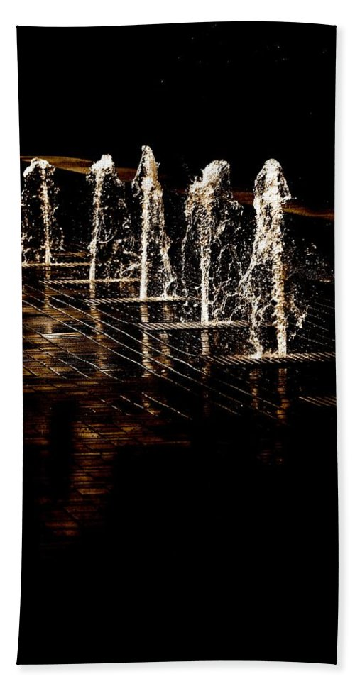 Water Bath Sheet featuring the photograph Dancing Waters by Debbie Nobile