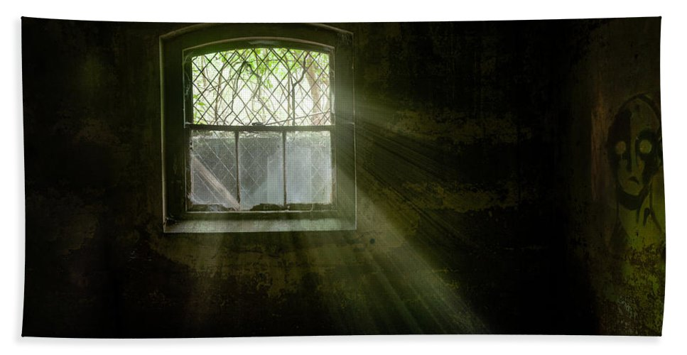 Old Window Bath Sheet featuring the photograph Darkness Revealed - Basement Room Of An Abandoned Asylum by Gary Heller