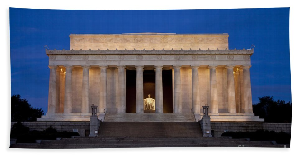 Lincoln Memorial Hand Towel featuring the photograph Dawn At Lincoln Memorial by Brian Jannsen