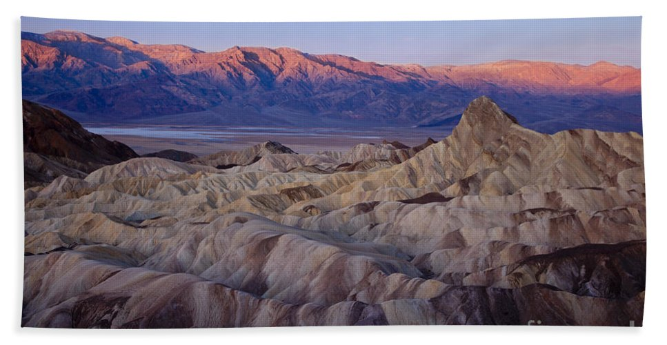 America Hand Towel featuring the photograph Dawn Over Death Valley by Brian Jannsen