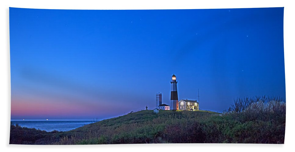 Lighthouse Bath Sheet featuring the photograph Dawn's Early Light At Montauk Point by William Jobes