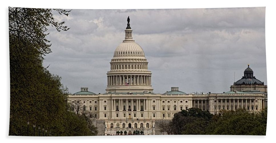 Washington Hand Towel featuring the photograph Dc Capitol Building by Jennifer Wheatley Wolf