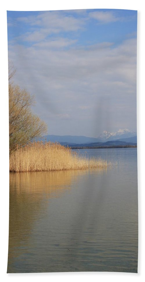 Water Bath Towel featuring the photograph Dead Silence by Christiane Schulze Art And Photography