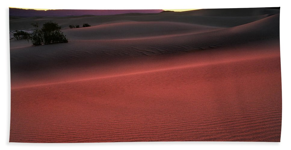 America Bath Towel featuring the photograph Death Valley Sunrise by Inge Johnsson