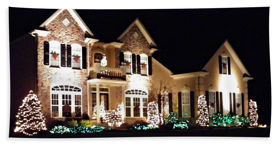 House Bath Sheet featuring the photograph Decorated For Christmas by Sarah Loft