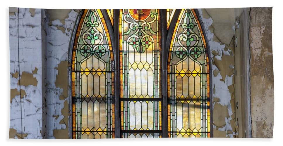 1917 Hand Towel featuring the photograph Defiant Stain Glass Church Window #1 by Paul Cannon
