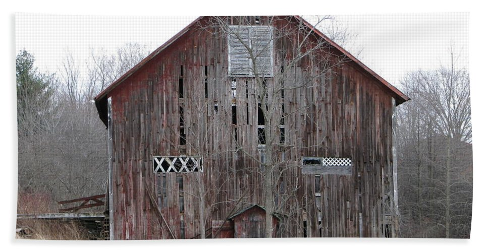 Barn Hand Towel featuring the photograph Defunct Barn by Michael Krek