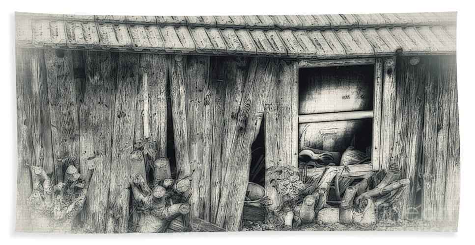 Photo Bath Sheet featuring the photograph Derelict by Jutta Maria Pusl