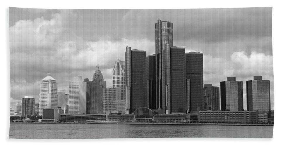 Detroit Bath Towel featuring the photograph Detroit Skyscape by Ann Horn