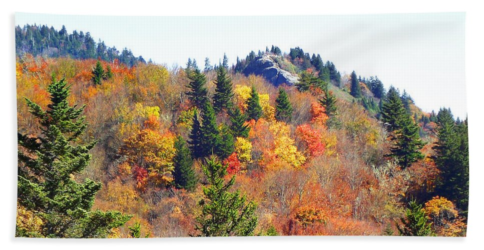 Devil's Courthouse Hand Towel featuring the photograph Devil's Courthouse In The Fall by Duane McCullough