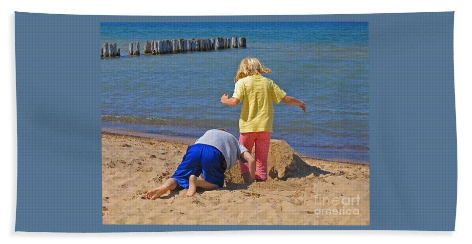 Summer Hand Towel featuring the photograph Digging Deep by Ann Horn